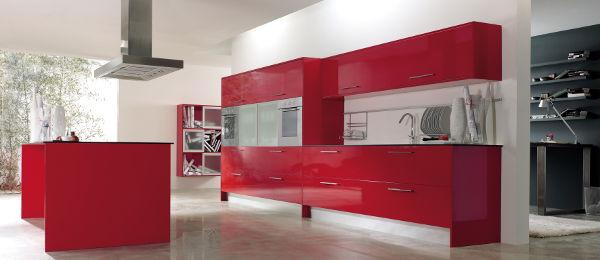 cocina-blanca-roja-diseno-a-estrada-madera-carpinteria